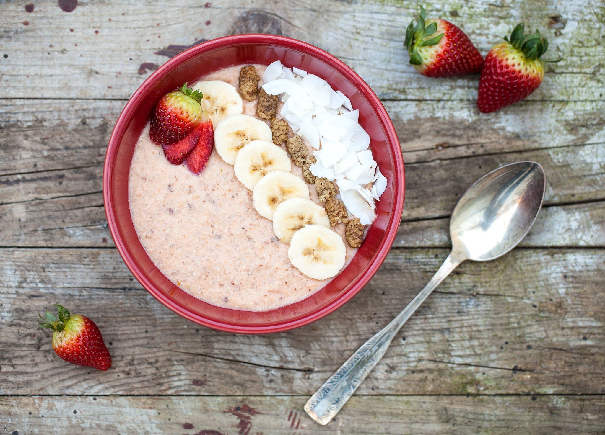 Rhubarb & Ginger Smoothie Bowl